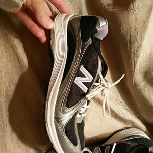 New Balance walking shoes Womens 9 GUC